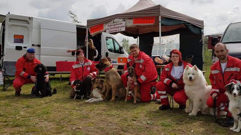 Defibrilatoren für Rettungshundegruppe