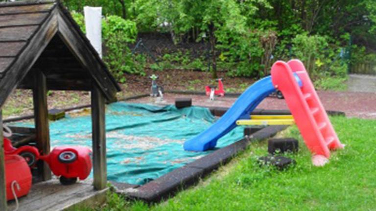 Neue Spielgeräte für den Kinderpark der NBH Vat.