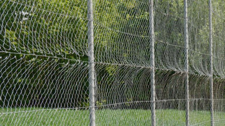 Neuer Ballfangzaun für die Spvgg Loiching